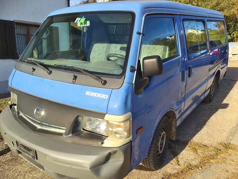 Mazda E2000 2000 Benzin 220000km Minibus