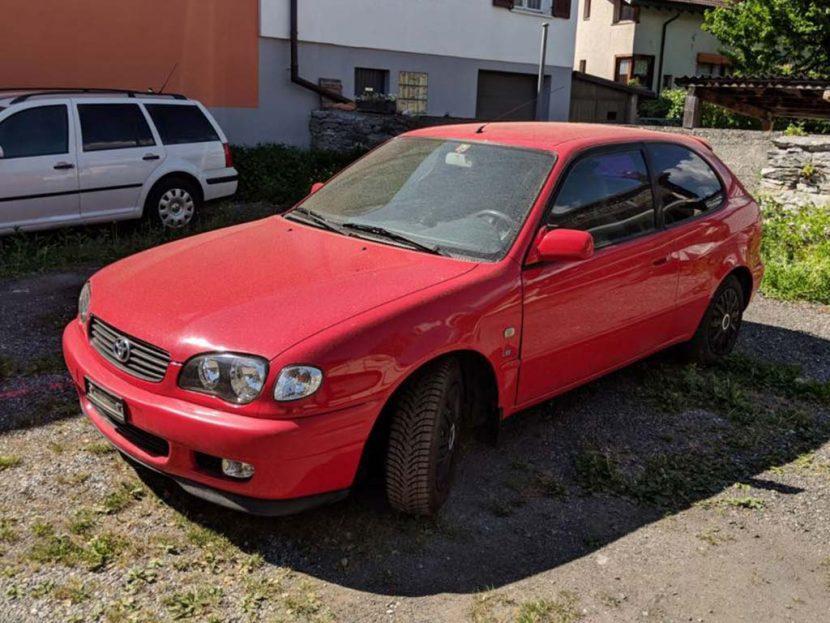 Toyota Corolla 2001 1.3L Benziner Occasion Automat 220000km rot
