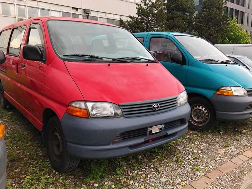 Toyota Hi-Ace 2004 rot Diesel 25000 Handgeschaltet AWD