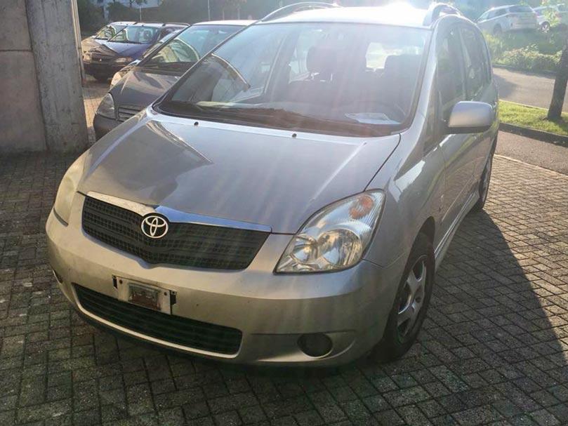 Toyota Corolla Verso 2003 2L Diesel handgeschaltet Klimaanlage 295000km