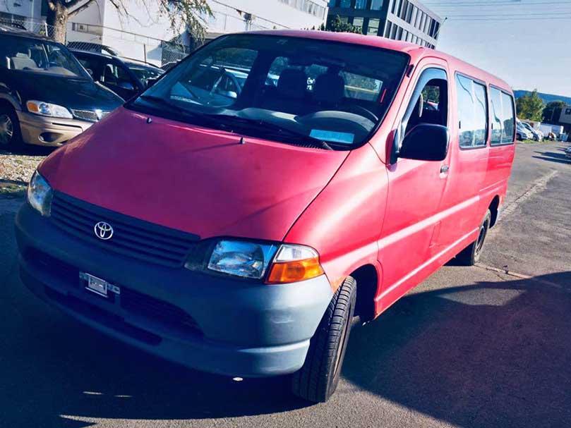 Toyota HiAce 2004 manuell 265000km Benziner 2,7L rot
