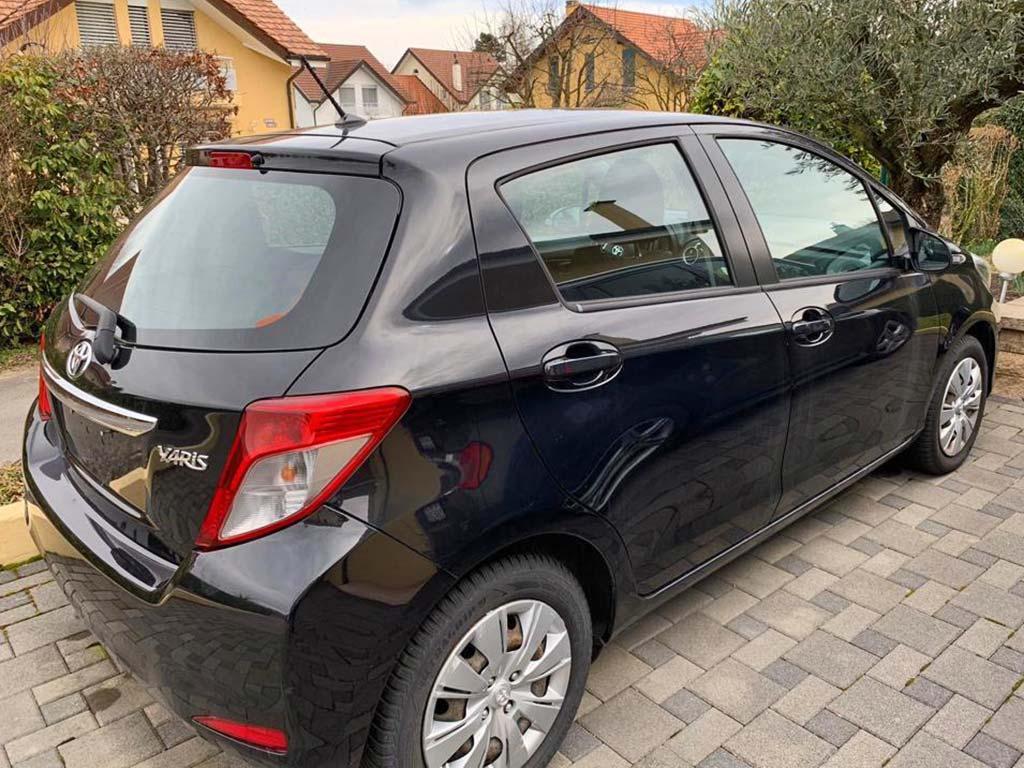 TOYOTA Yaris 1,3 Luna Kleinwagen 2013 Benziner manuell 128000km schwarz 99PS 1329ccm 1090kg 1XD412 5,4L
