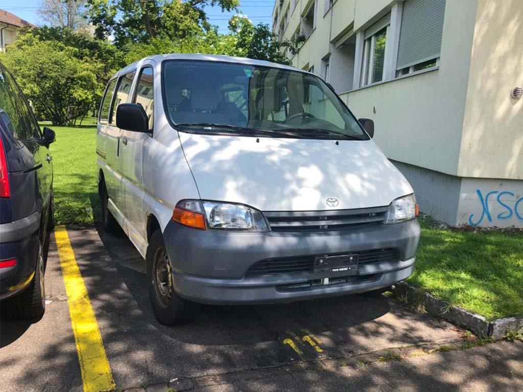 TOYOTA Hiace D-4D 4WD Van 2001 Benziner manuell 2494ccm 102PS 1950kg Allrad EuroNorm 3 215000km
