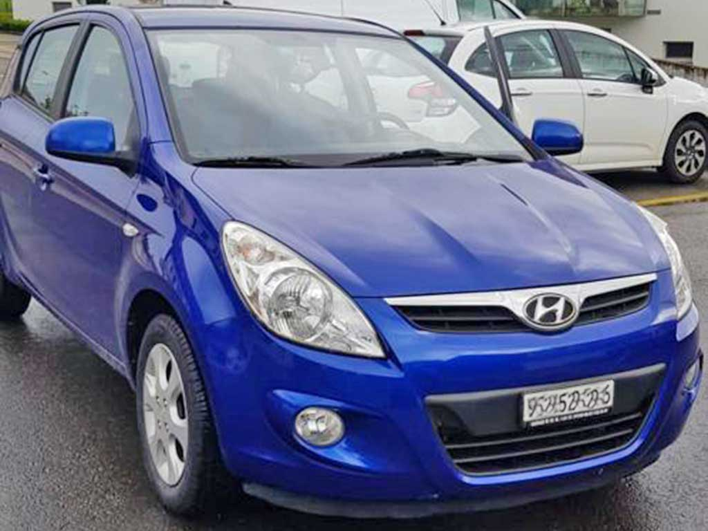 HYUNDAI i20 1,2 Comfort Kleinwagen 2010 Benziner manuell 94000km 78PS 1248ccm 1160kg 5,2L blau