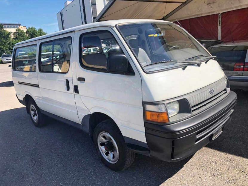 TOYOTA Hiace 2,4 4x4 Saloon 1995 Benziner manuell 120PS Allrad 2437ccm