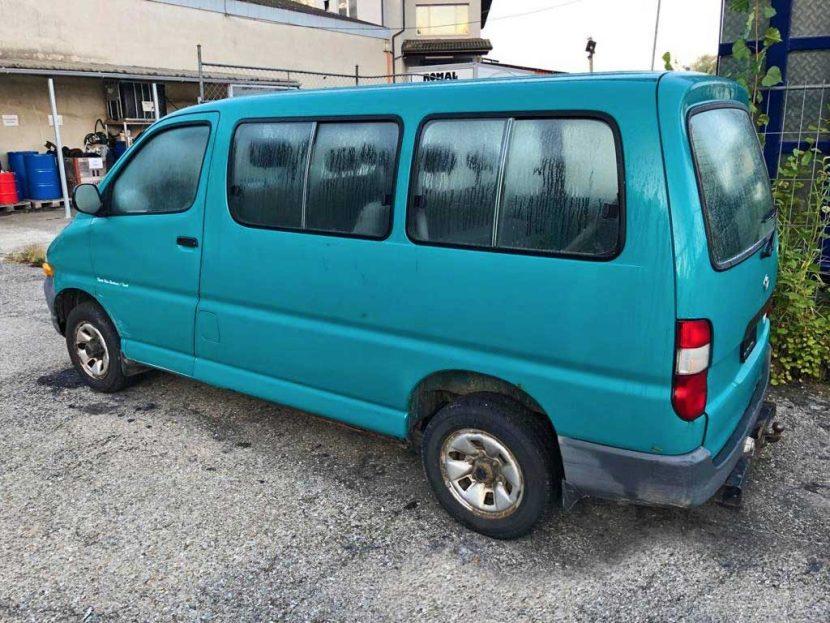 TOYOTA Hiace D-4D LWB Kombi 2006 Diesel Automat 1880kg 102PS 2494ccm 221000km 8Sitze Hinterradantrieb EuroNorm 3
