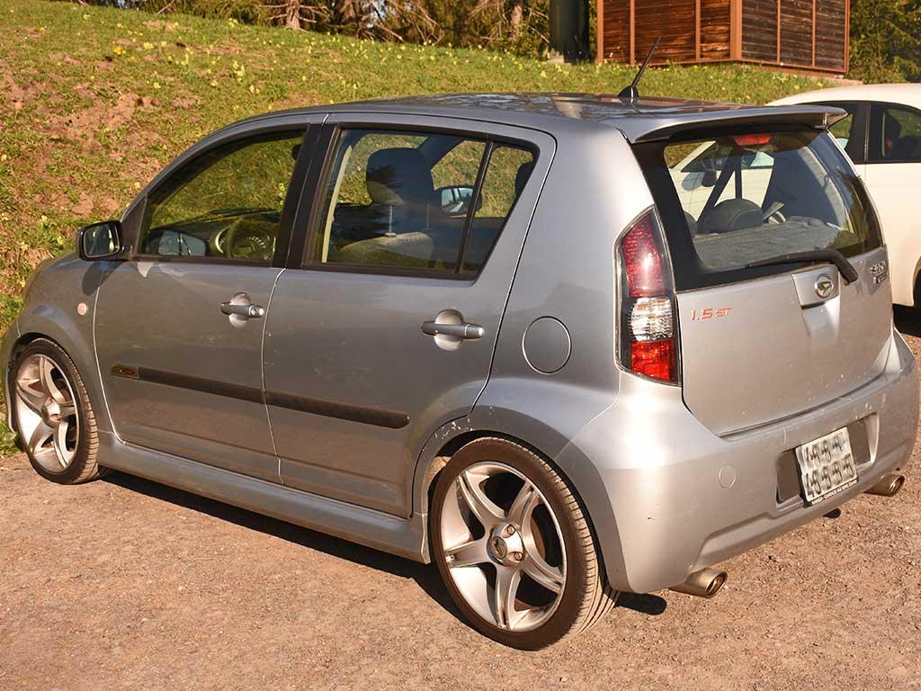 Daihatsu SIRION 1,5ST Kleinwagen Benziner manuell 2010 1495ccm 103Ps 1066kg 143000km 6,2L