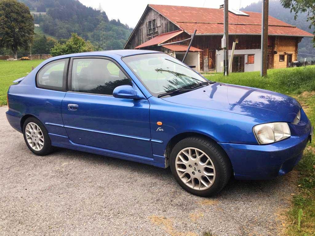 HYUNDAI Accent 1.6 Fun Limousine 2001 Benziner manuell 105PS 1HB580 1599ccm 1290kg 6,9L