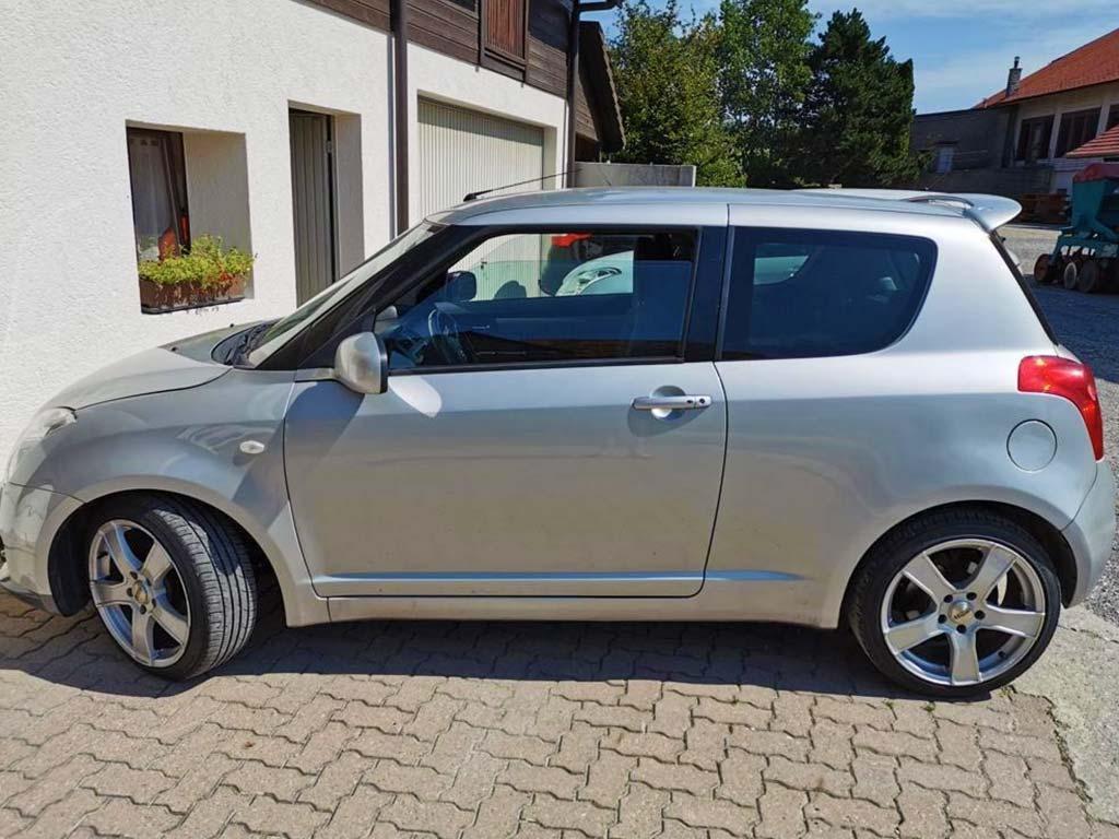 SUZUKI Swift 1,3i 16V GL Kleinwagen 2009 Benziner manuell 128000km 92PS 1328ccm 1044kg 5,8L