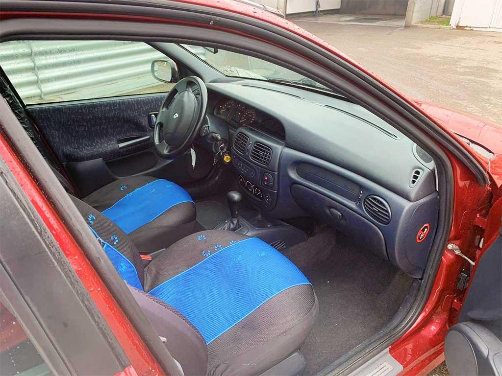 RENAULT Megane Break 1,6 16V RSi Kombi 2002 Benziner Automat Kombi Bordeaux-Rot 220000km 108PS 1RA329 Innenansicht