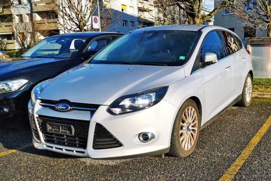 FORD Focus 1,6 SCTi Titanium Limousine 2012 Benziner manuell 150PS 1596ccm 1390kg weiss