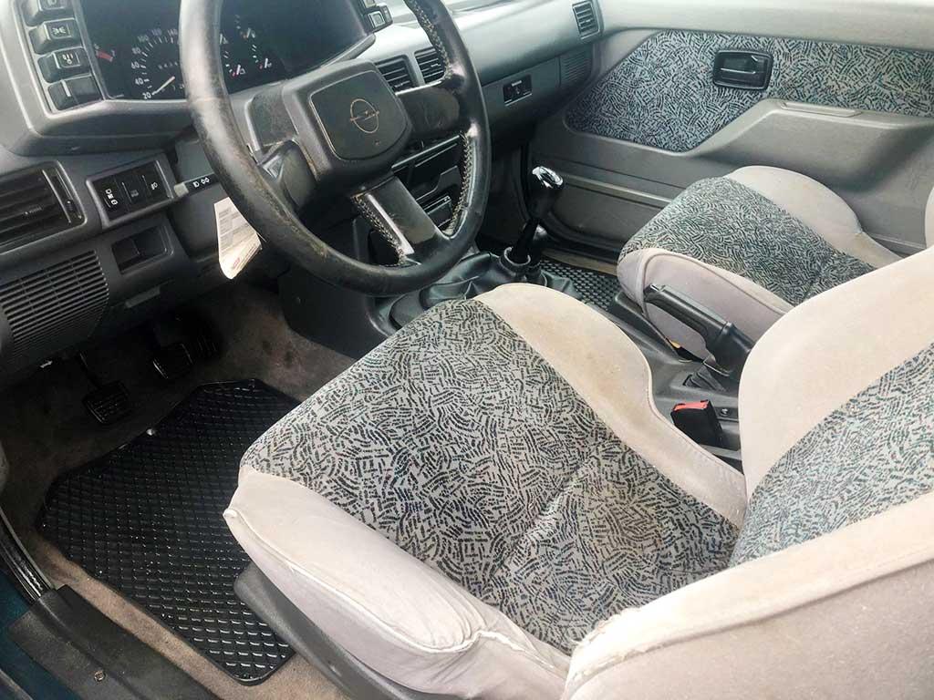 OPEL Frontera 2,4i Arctis SUV Gelaendewagen 1995 Benziner Automat 4x4 210000km 125PS 2409ccm 1O5116 1820kg innen
