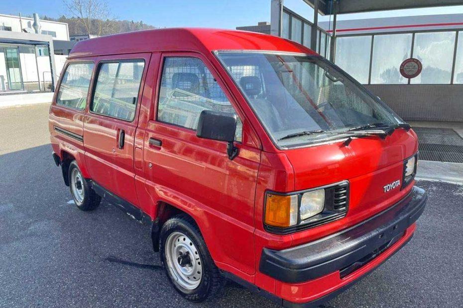 Toyota LiteAce 1991 Benziner manuell 234000km 102PS 2236ccm 8sitze 1240kg rot Euro1