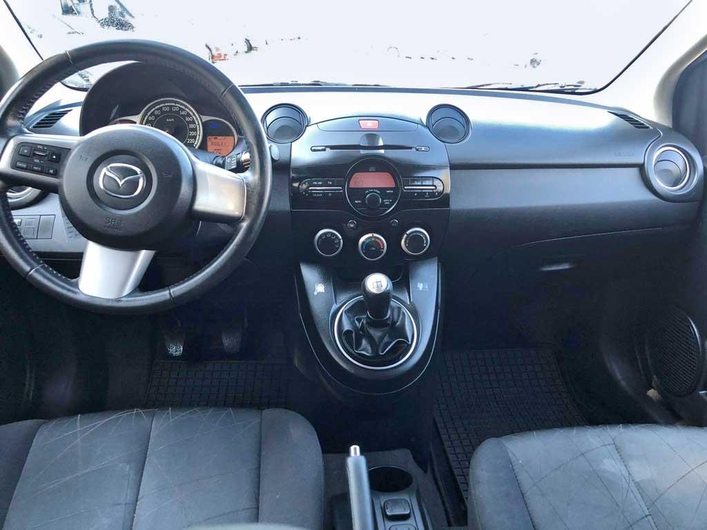 Mazda 2 2012 Benziner manuell 80631km 84PS 1349ccm 1078kg 1MA839 Cockpit innen