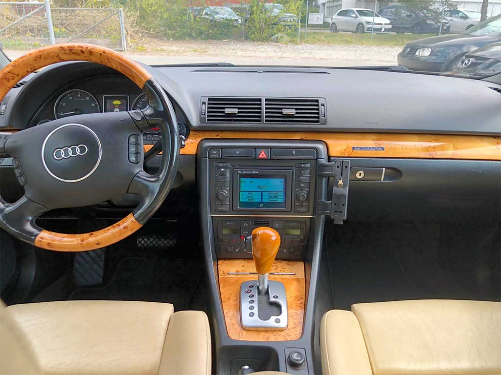 AUDI S4 Avant 4.2 V8 quattro Kombi 2004 Benziner Automat 254000km 8Zylinder 344PS 4163ccm 1925kg 1AC172 Allrad Innenansicht