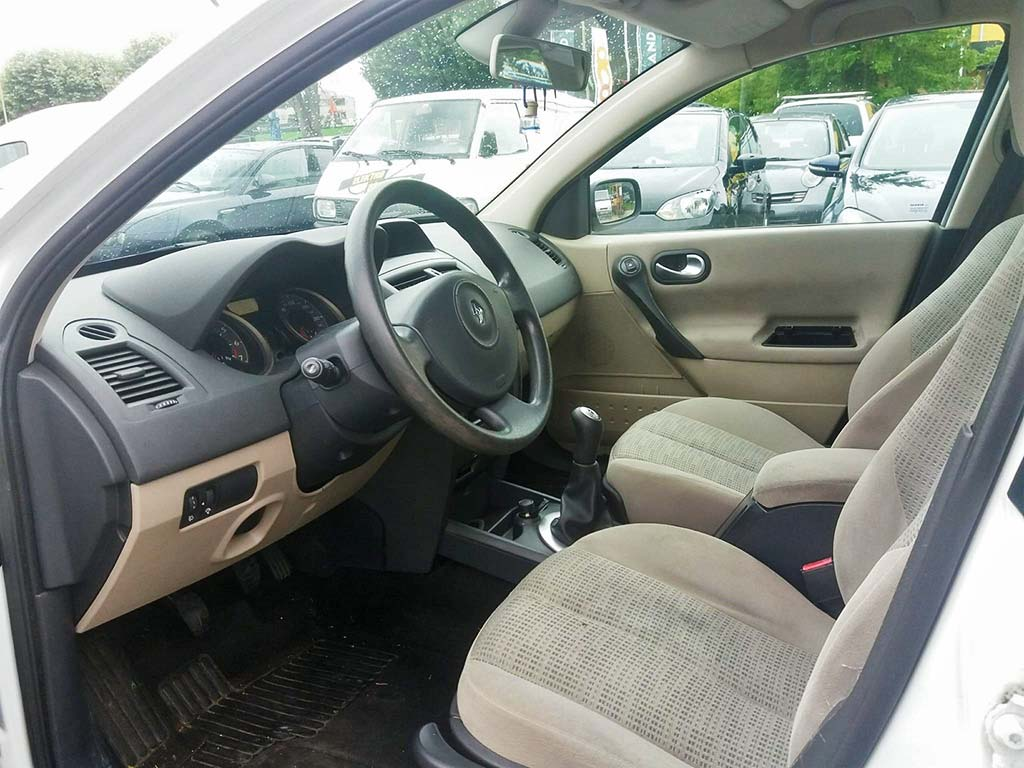 RENAULT Mégane 1.6 16V Emotion Limousine 2006 Benziner 113PS 1598ccm manuell 96557km 1395kg innen
