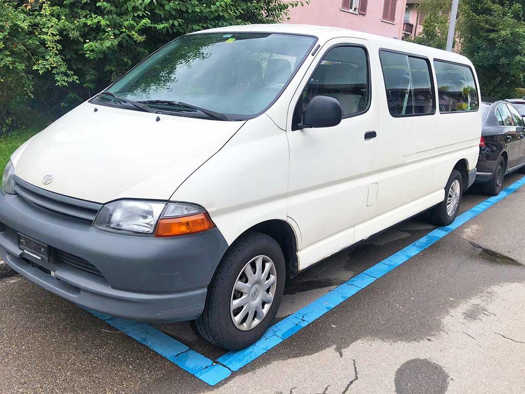 TOYOTA Hiace 2.7 GL Wagon 2001 Benziner 8 Sitze